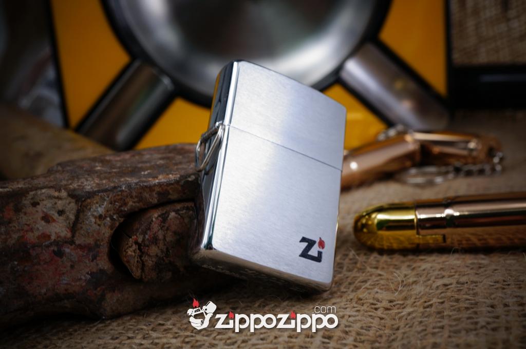 Bật lửa zippo cổ la mã kiểu mẫu chữ zi có móc treo