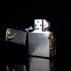 Bật lửa Chính hãng Zippo Hàn Quốc phiên bản của hoa mạ vàng cát đen chết Skull - Mã SP: BL09790
