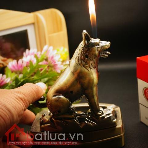 Bật lửa kiêm gạt tàn hình con Chó sói