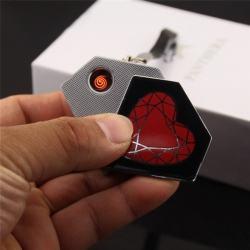 Bật lửa móc treo sạc điện USB hình kim cương bề mặt in trái tim kẻ đỏ - Mã SP: BL09200