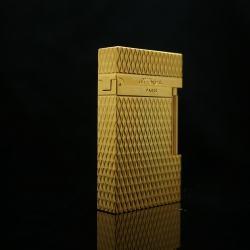 Bật lửa S.t Dupont kiểu dáng kẻ caro chéo mầu vàng mẫu 107 - Mã SP: BL02021