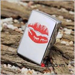Bật lửa Zippo bạc bóng in hình nụ hôn - Mã SP: BL10294