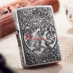 Bật lửa Zippo chính hãng Bạc cổ khắc hoa văn hình ngựa - Mã SP: BL09977