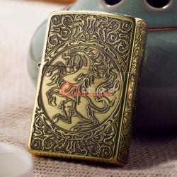 Bật lửa Zippo chính hãng vàng cổ khắc hoa văn hình ngựa - Mã SP: BL09978