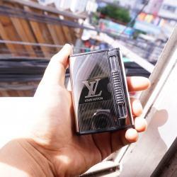 Hộp đựng thuốc lá đa năng đẩy thuốc kiêm bật lửa mang thương hiệu LOUIS VUITTON ver 2 màu trắng bạc - Mã SP: BL09161