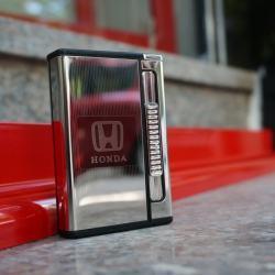 Hộp đựng thuốc lá đa năng đẩy thuốc kiêm bật lửa nhãn hiệu xe HONDA màu trắng bạc - Mã SP: BL09162