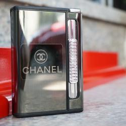 Hộp đựng thuốc lá đa năng đẩy thuốc lửa khò in nhãn hiệu thời trang nổi tiếng CHANEL - Mã SP: BL09156
