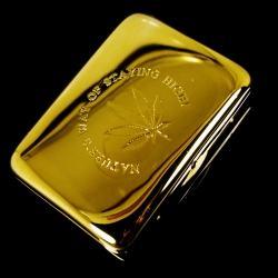 Hộp đựng thuốc màu vàng óng sang trọng khắc chìm chiếc lá Canabis (loại 16 điếu) - Mã SP: BL01558