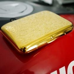 Hộp đựng thuốc Team PisTol ánh vàng hoàng kim khắc hoa văn (loại 16 điếu) - Mã SP: BL01598